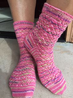 Start date: 10/03/14  Completion date: 10/17/14  Pattern: HiyaHiya Christmas Tree Socks (Toe Up)  Yarn: lion brand sock ease  Needles: hiya hiya size 1  Notes: I love toe up socks. Hope that we have more toe up socks kals in the future.  --- mayraB (Ravelry Name) said.