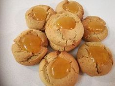 Πιο πολύ μανταρίνι δε γίνεται. Πεντανόστιμα, τραγανά, υγιεινά και πανεύκολα κουλουράκια όλο μανταρίνι που θα λατρέψουν τα παιδιά μας. Μανταρινοκουλουράκια ΥΛΙΚΑ (Για 40-50 κουλουράκια) • 1 κούπα ελαιόλαδο • 1 κούπα φυσικό χυμό μανταρίνι • 1 κούπα ζάχαρη (κατά προτίμηση