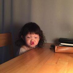 Cô bé Hàn Quốc với loạt biểu cảm đáng yêu xuất sắc này đang gây bão khắp mạng xã hội - Ảnh 1.
