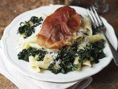 Pasta mit Grünkohl und Parmaschinken ist ein Rezept mit frischen Zutaten aus der Kategorie Nudeln. Probieren Sie dieses und weitere Rezepte von EAT SMARTER!