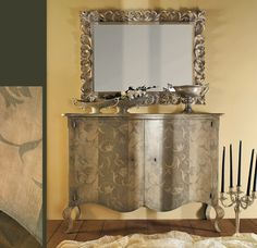 AP294/D24 Credenza sagomata 2 ante, decorata a mano | Shaped hand decorated sideboard with two doors | L/W 150 P/D 55 H 110 AP800 Specchiera intagliata | Carved mirror | L/W 126 H 100
