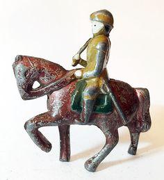 Vintage soldado a caballo marrón con Swing brazo Metal figura Animal (BH24)
