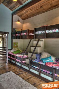 Деревянные спальни  Кстати, очень оригинальны - ЛЕСТНИЦЫ для подъёма на 2-й ярус кроватей!