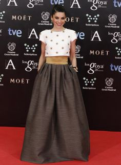 Irene Visedo in Tot-Hom Long Skirt Outfits, Modest Outfits, Modest Fashion, Fashion Dresses, Apostolic Fashion, Modest Clothing, Summer Outfits, Vintage Dresses, Nice Dresses