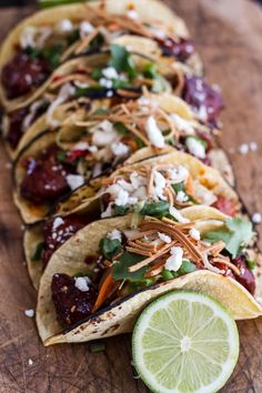 Photos via: Half Baked Harvest Korean Fried Chicken Tacos With Sweet Slaw, Crunchy Noodles & Queso Fresco recipe - Love fusion recipes. Fried Chicken Taco, Korean Fried Chicken, Chicken Tacos, Chicken Gravy, Roasted Chicken, Asian Recipes, Mexican Food Recipes, Ethnic Recipes, Fish Recipes