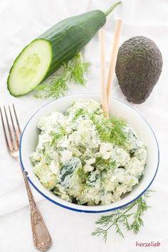 Sommersalat mit Gurke, Avocado, Feta und Dill – der besondere Salat So creamy and yet refreshing. Summer salad with cucumber, avocado, feta and dill! Raw Food Recipes, Salad Recipes, Healthy Recipes, Grilling Recipes, Bulgur Salad, Feta Salad, Cucumber Salad, Avocado Dessert, Clean Eating