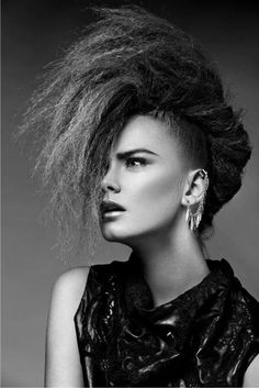 """Muita textura e volume nos cabelos no editorial """"Magdalene"""" da 12 Magazine!"""