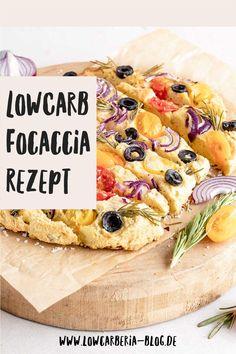 Heute habe ich ein Rezept für eine LowCarb Focaccia. Das italienische Brot darf beim Grillen auf keinen Fall fehlen, aber nicht nur im Sommer sondern auch als Appetizer oder Snack ist es das perfekte Low Carb Brot. Es ist ganz einfach und schnell gemacht Ein normales Stück hat ca. 20g KH, aber dieses LowCarb Focaccia ist mit entöltem Nussmehl gebacken hat nur 3,4g Kohlenydrate, das ist perfekt und natürlich ist es wieder lowcarb, glutenfrei und megalecker. Und hier ist das Rezept, Viel Spaß! Low Carb High Fat, Low Carb Backen, Lchf, Recipes, Gluten Free Cooking, Sugar Free Recipes, Ripped Recipes, Cooking Recipes