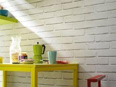 Top, le papier peint imitation briques blanches dans la cuisine