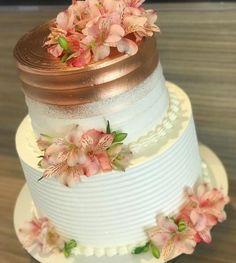Bolo Tumblr, Glitter Birthday Cake, 21st Party Decorations, 31st Birthday, Frocks For Girls, Ideas Para Fiestas, Cake Decorating, Sweet Treats, Chocolate