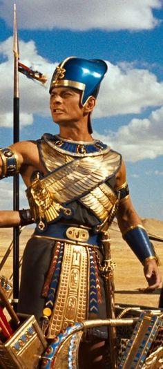 The Ten Commandments 1956 Yul Brynner - Ramses Cinema Tv, Films Cinema, Cleopatra, Vintage Hollywood, Classic Hollywood, Arte Judaica, Cyberpunk, Yul Brynner, Egyptian Costume