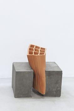 Artista [Artist]: Andrey Zignnatto, Sem título [Untitled] (2015), tijolo cerâmico e concreto [ceramic brick and concrete], 65 x 40 x 20 cm.