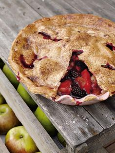 Blackberry & Apple Pie by Jamie Oliver. The blackberries really make this apple pie recipe; with Bramley cooking apples and stem ginger, you can't go wrong with a Blackberry and Apple Pie. Jamie Oliver, Apple Pie Recipes, Sweet Recipes, Pudding Desserts, Dessert Recipes, Blackberry And Apple Pie, Strawberry Pie, Best Apple Pie, Good Food