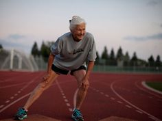Joy Johnson, 81 of San Jose, Calif., retained her championship in the women's division of the ING New York City Marathon Sunday. She is def my hero purely AMAZING! Fitness Tips, Fitness Motivation, City Marathon, Young At Heart, Aging Gracefully, Old Women, Getting Old, Fitspiration, Fitness Inspiration