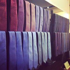 Il tocco di colore su un abito lo dà la cravatta, è importante sceglierla con cura affinchè il risultato finale sia perfetto. Cravatte @canali1934 @alteamilano @corneliani. Disponibili da Chirico Uomo, visita il nostro sito www.chiricostore.it per vedere tanto altro. #chiricouomo #chiricostore #tie #gentleman #silk #wool #elegant #classic #madeinitaly