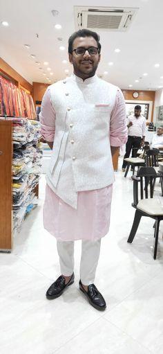 Nehru Jacket For Men, Waistcoat Men, Nehru Jackets, Best Wedding Suits, Wedding Dress Men, Indian Men Fashion, Mens Fashion Wear, Boys Kurta Design, Mens Ethnic Wear