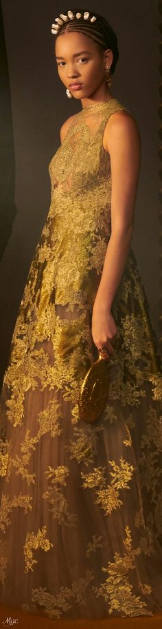 Christian Dior Couture, Dior Fashion, Classic Style Women, Fashion Updates, Evening Gowns, Ready To Wear, Glamour, Gold Sparkle, Aurora
