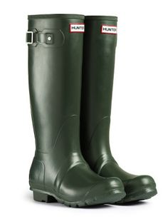Original Wellies by Hunter Boots - The Original Tall rain boot for men is legendary for its design & fit.  Built to handle any weather, its watertight finish & sturdy grip sole ensures function & durability along with comfort & style.