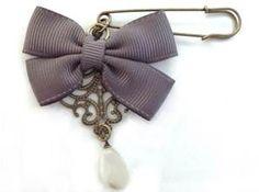 Felt Brooch, Brooch Pin, Bead Jewellery, Jewelery, Jewelry Crafts, Handmade Jewelry, Safety Pin Jewelry, Expecting Mom Gifts, Barrettes