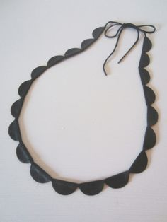 Tee-se-itse-naisen sisustusblogi: Leather Necklace Made Out Of Recycled Vintage Leather Jacket