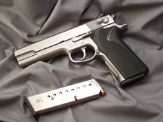 Smith & Wesson Model 1006 in 10mm, the king of full-size big-bore semi-autos (and apparently hyphens)