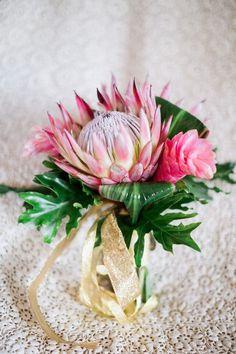 king protea bouquet for a tropical weedding Pineapple Centerpiece, Tropical Centerpieces, Tropical Flower Arrangements, Diy Wedding Flowers, Bridal Flowers, Floral Wedding, Wedding Bouquets, Wedding Ideas, Flower Bouquets
