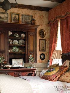 Tuscan style – Mediterranean Home Decor Victorian Bedroom, Victorian Interiors, Cottage Interiors, Victorian Homes, English Cottage Style, English Country Decor, French Country, Country Victorian Decor, Country Style