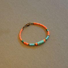 """Bracelet ethnique pierres turquoises et bambous roses corail : Modèle """"Aloha"""" : Bracelet par kanakeis"""