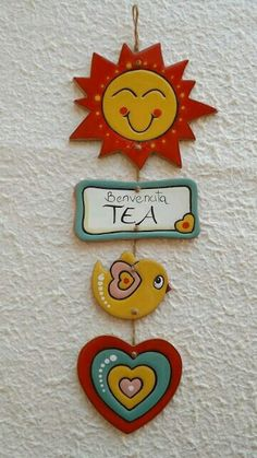 ceramica come mestiere: IDEE REGALO PER I PICCOLI Not sure about the meaning, but it must say something about what a cute tea sign this is, don't you think? Clay Crafts For Kids, Diy Arts And Crafts, Hobbies And Crafts, Paper Crafts, Clay Wall Art, Clay Art, Polymer Clay Crafts, Diy Clay, Art N Craft
