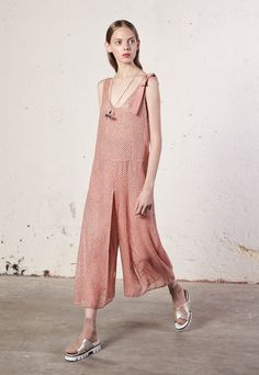 See the complete Red Valentino Resort 2018 collection.