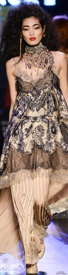 Jean Paul Gaultier Spring 2016 Couture Fashion Show Fashion Week, Fashion Art, High Fashion, Fashion Show, Womens Fashion, Fashion Design, Fashion Trends, Trendy Fashion, Dress Couture