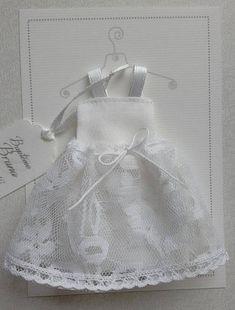 MINIMUM DE COMMANDE : 10 FAIRE PARTS --------- Choisissez cette Jolie petite Robe de baptême blanche pour annoncer le baptême de votre petite fille !!! Ce faire part est composé : - dun carton rectangle écru de belle facture (vergé blanc cassé, dimensions: 150x105 mm et grammage Girls Dresses, Flower Girl Dresses, Minimum, First Communion, Wedding Dresses, Etsy, Women, Fashion, Miniatures