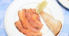 Graved lachs made by ellen video recept Bacon, Fish, Breakfast, Ethnic Recipes, Simple Recipes, Morning Coffee, Pisces, Pork Belly