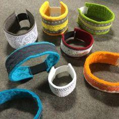 Gör själv reflexer som passar din stil och klädsel. Teen Fun, Knit Crochet, Baby Shoes, Knitting, Kids, Crafts, Sew, Wristlets, Young Children