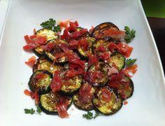 Calabacines a la plancha con salsa agridulce  http://recetasparacocinillas.blogspot.com/2014/07/calabacines-la-plancha-con-salsa.html