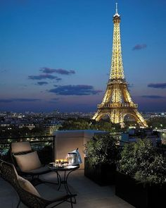 What can be more romantic other than Paris? The Suite Chaillot room in @shangrilaparis takes romance to a whole new level with in-your-face-face views of the city's iconic symbol of love, the Eiffel Tower. In what feels like your own Parisian apartment, imagine spending the night gazing at the twinkling monument while sipping champagne on the corner terrace. Isn't it one heavenly sight? Tag someone you would want to go here with!