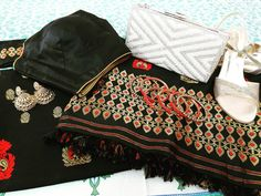The black wedding mekhela sador with some off sholder blouse that will give you a sexy yet traditional wedding look for this season❤