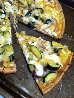 Summer Sweet Corn & Zucchini Pizza: My non-health-food-loving fiance cannot get enough of this pizza! So delicious!