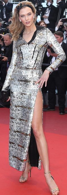Who made Karlie Kloss' silver gown, jewelry, and black clutch handbag? Louis Vuitton Clothing, Silver Gown, Nice Dresses, Formal Dresses, Karlie Kloss, Yes To The Dress, Black Clutch, Fashion Show, Women's Fashion