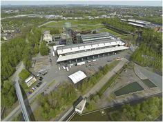 """http://www.kalle-jaeck.de/jahrhunderthalle/jahrhunderthalle.htm http://www.kalle-jaeck.de/jahrhunderthalle/Bilder/Westpark_10.jpg   Auf dem ehemaligen Werksgelände des Bochumer Vereins, später Krupp Stahl und zum Schluss ThyssenKrupp Steel befindet sich die Jahrhunderthalle in Bochum. Drumherum befindet sicht der Westpark Bochum, dieses Areal galt damals als die Industrie hier noch das sagen hatte, als """"Verbotene Stadt"""". Die gesamte Fläche der Jahrhunderthalle umfasst ca. 9.000 m2"""