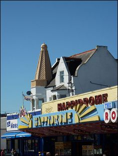 Ice cream cone roof on the Rossi shop.I've never noticed this before! Is it real? Essex England, Great Britain, Beautiful World, Childhood Memories, Seaside, Ice Cream, Posters, Writing, History