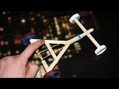 How to make a Rubber Band powered Car - ( Homemade Toy) hashtags Popsicle Stick Crafts, Popsicle Sticks, Craft Stick Crafts, Vbs Crafts, Diy Toys Car, Diy Car, Stem Projects, Projects For Kids, Rubber Band Car