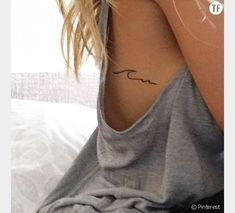 26 super simple waves tattoo designs - tattooblend - world .- 26 Super einfache Wellen Tattoo Designs – TattooBlend – Wellentattoo auf Brustk… 26 super simple waves tattoo designs – tattooblend – wave tattoo on chest – - Diskrete Tattoo, Shape Tattoo, Piercing Tattoo, Get A Tattoo, Piercings, Tattoo Rib Cage, Tattoo Fonts, Tattoo Quotes, Little Tattoos