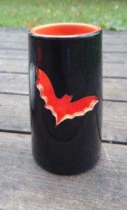 Fladdermuslykta / Bat candle holder diy pottery halloween Diy Candle Holders, Shot Glass, Pottery, Candles, Ceramics, Mugs, Halloween, Tableware, Design