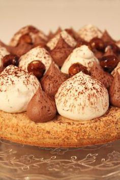 Ce soir, je partage avec vous une recette de tarte façon Fantastik. C'est une recette que j'ai réalisé il y a quelques semaines à l'occasion d'un repas entre amis et qui a beaucoup plu. En même temps, un dessert qui associe noisette, caramel, chocolat, vanille… ça fonctionne forcément J'ai utilisé la recette de pâte … … Lire la suite →