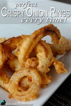 How to make perfect Crispy Onion Rings every time! - Dishes & Dust Bunnies How to make perfect Crispy Onion Rings every time! Baked Onions, Crispy Onions, Vegetable Dishes, Vegetable Recipes, Onion Rings Recipe, Actifry Recipes, Great Recipes, Favorite Recipes, Onion Recipes
