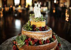 Cake by Doces Momentos (Brazil), custom cake topper by Melabo (Etsy), photo by Fer Cesar Fotografia #jewishwedding