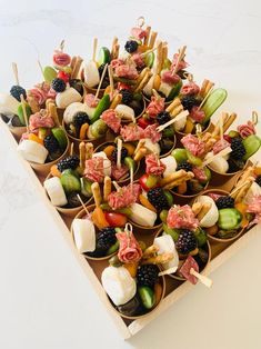 Charcuterie Meats, Charcuterie Recipes, Charcuterie And Cheese Board, Party Food Platters, Cheese Platters, Antipasto, Appetizer Recipes, Light Appetizers, Mini Appetizers