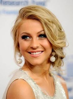Lovely Prom Hairstyles to Try