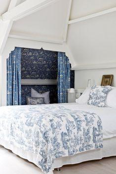 White Rooms, White Bedroom, Dream Bedroom, Master Bedroom, Beautiful Bedrooms, Beautiful Interiors, Funky Lighting, Victoria Magazine, Interior Decorating